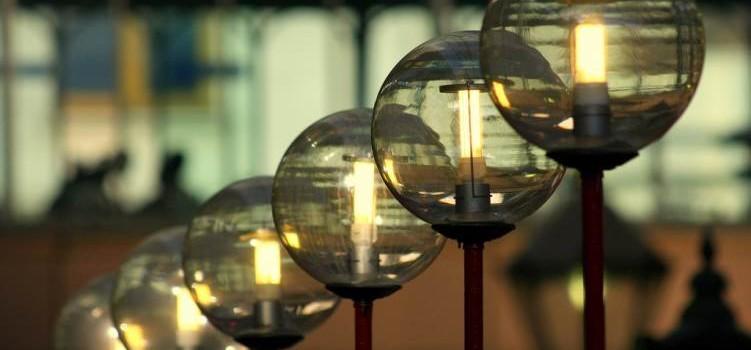 Świecące tradycyjne kule z energooszczędnym wnętrzem