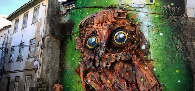 Śmieciowa sowa spogląda na nas ze ściany budynku. Widzicie ją?