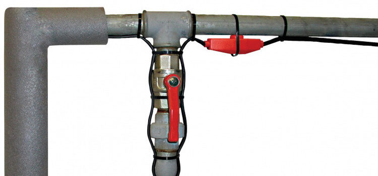 Kable grzewcze to świetne rozwiązanie, jeżeli z różnych względów nie możemy zakręcić zaworu głównego lub mamy rury z wodą w nieogrzewanych pomieszczeniach gospodarczych