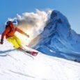 Zagraniczny wyjazd na narty? Koniecznie się ubezpieczmy, by uniknąć gigantycznych kosztów transportu i leczenia, gdy na stoku powinie nam się noga