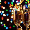 Z tymi, za którymi nie możemy stuknąć się kieliszkiem szampana o północy - wymieńmy się SMS-ami z życzeniami