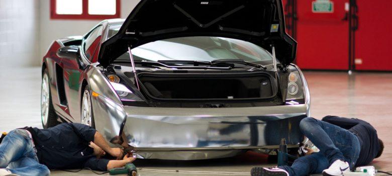 Car wrapping wykonany przez fachowców przy użyciu wyśmienitych materiałów da zaskakujące efekty. Metaliczne srebro? Proszę bardzo!