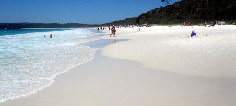 Ta biała plaża doczekała się wpisania jej do księgi rekordów Guinessa - właśnie za swój niezwykły kolor