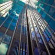 Szkło w architekturze podnosi prestiż budynku, sprawia że ten wygląda ekskluzywnie i drogo